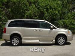 2014 Chrysler Town & Country Touring-L HAND CONTROLS+TRANSFER SEAT 18K Mls